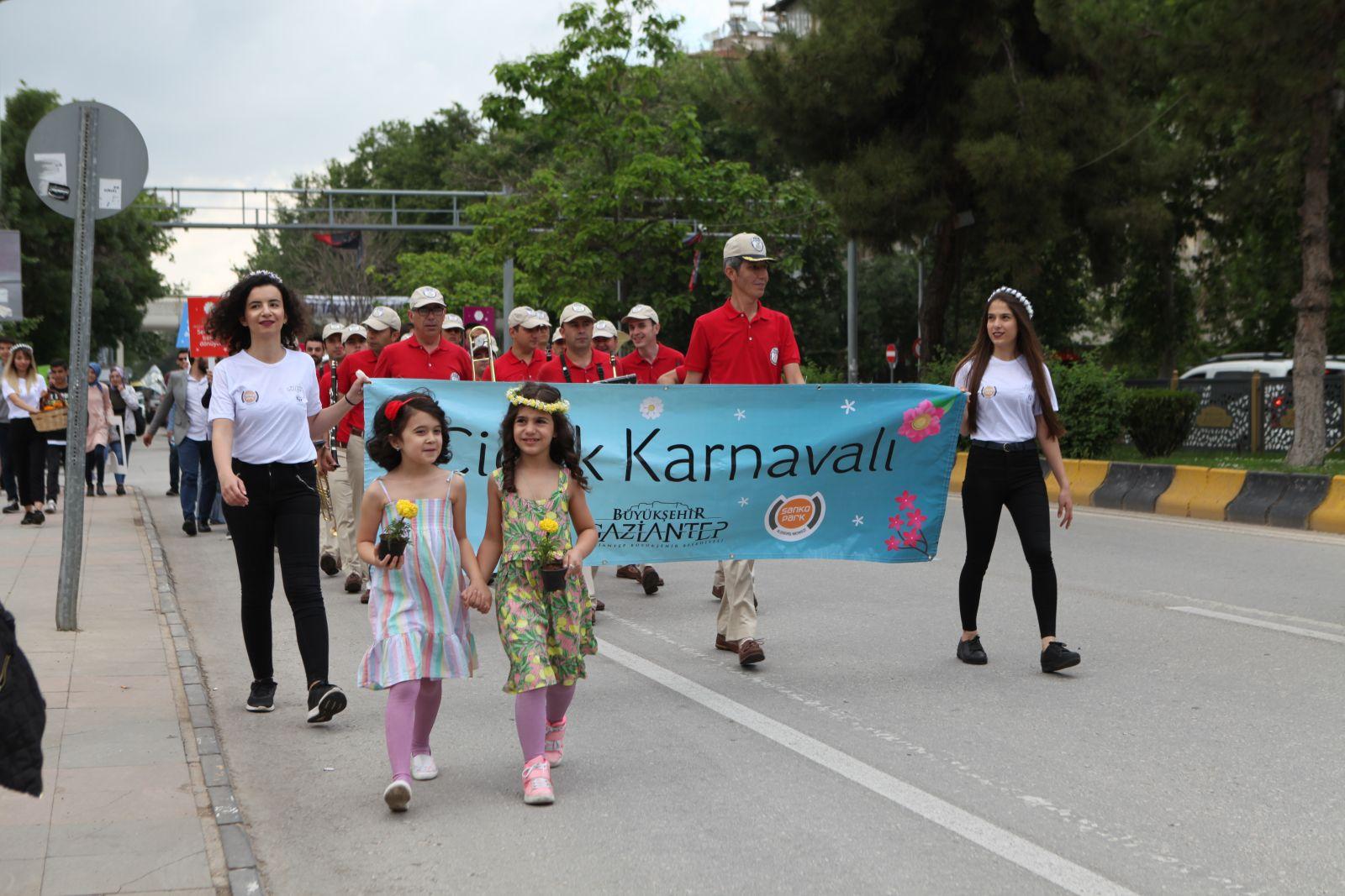Elif Şenel, Fatma Şahin, M. Avni Gökalp, Niyazi Büyükaksu, Kadir Arslan