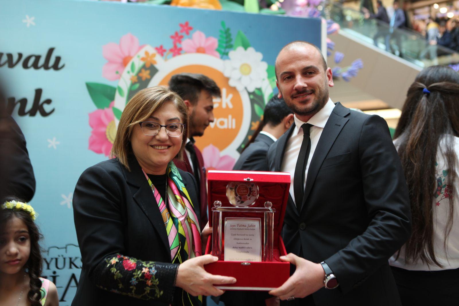 Fatma Şahin, Niyazi Büyükaksu